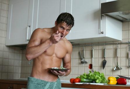 El verano invita a comer platos más ligeros (iStock)