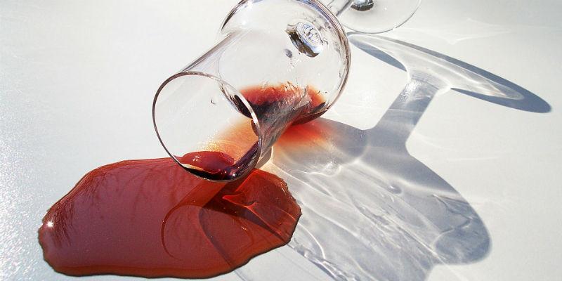 Una copa de vino al día tiene efectos beneficiosos pero no hay que olvidar que tiene muchas calorías (Pixabay)