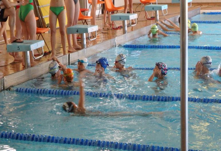 Son muchos los ejercicios que se pueden realizar en la piscina (Sdr Arenas Sección de Natación, Flickr)