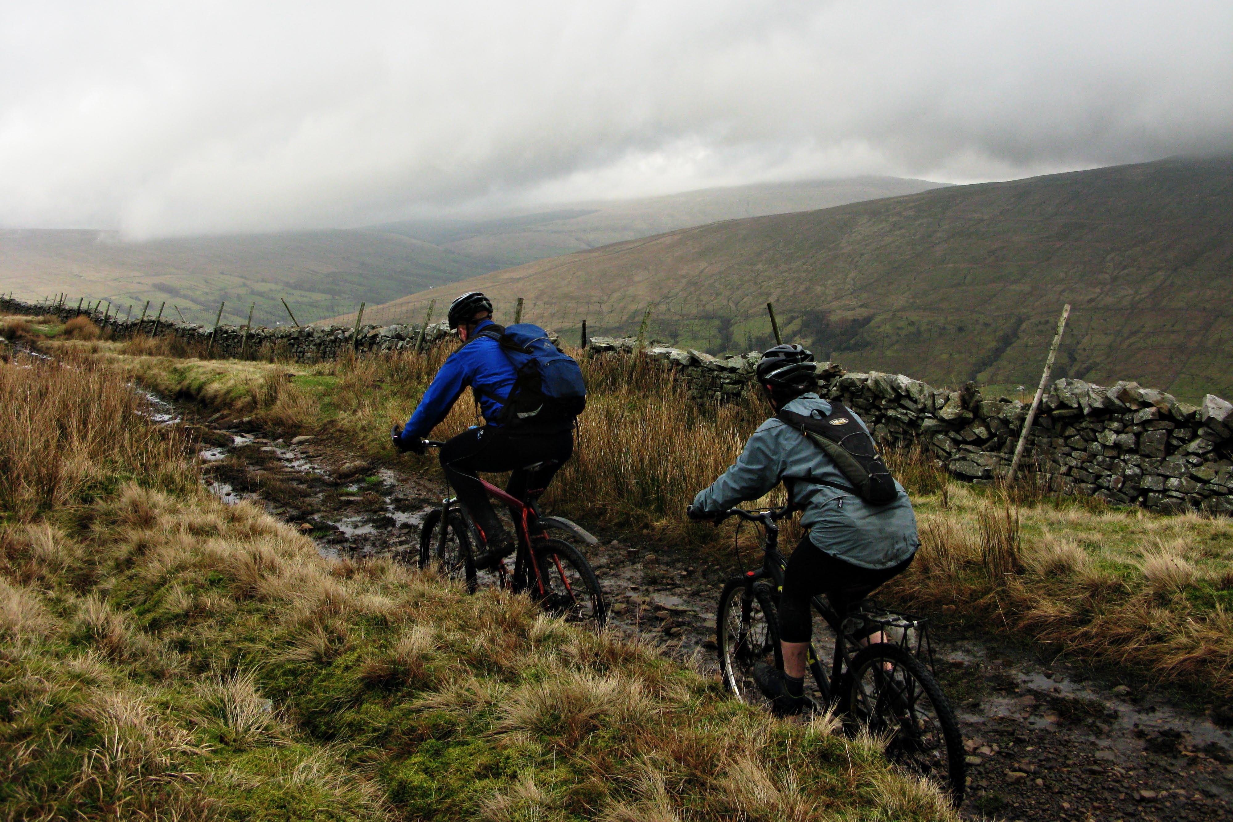Una mochila de hidratación es una gran opción para el ciclismo.
