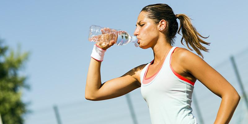 Siempre hay que estar hidratado a la hora de correr (iStock)
