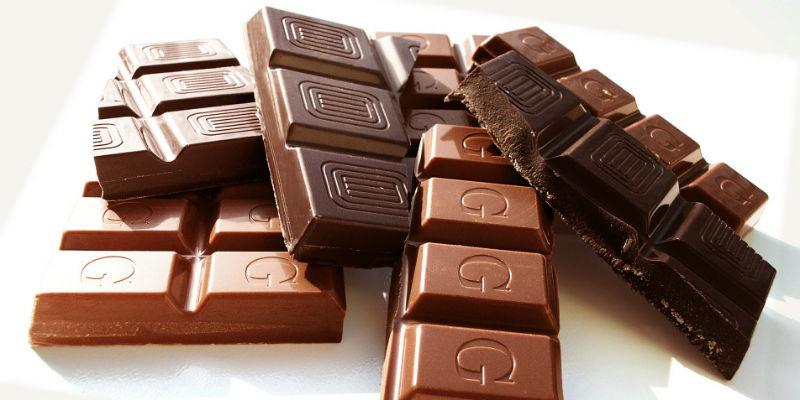 Hay que evitar tomar chocolate por la noche ya que contiene un estimulantes (PIxabay)
