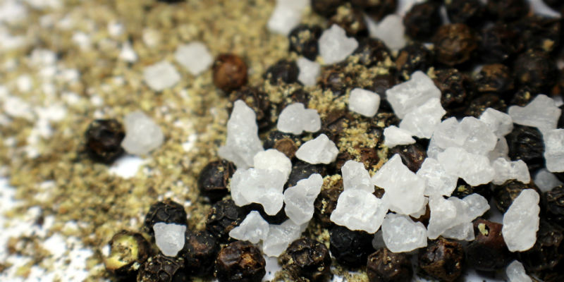 El consumo excesivo de sal produce hinchazón, retención de líquidos y celulitis (Pixabay)