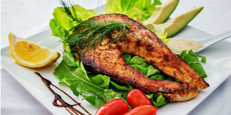 El omega-3 del salmón ayuda a reducir el colesterol (Pixabay)