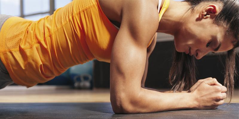 Las lumbares son un ejercicio idóneo para lograr una espalda 10 (iStock)