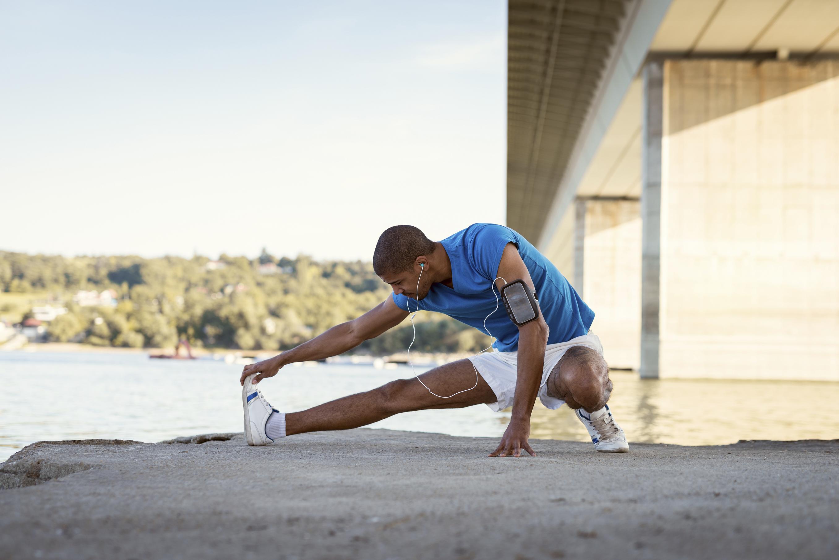 No se debe estirar antes de entrenar (iStock)