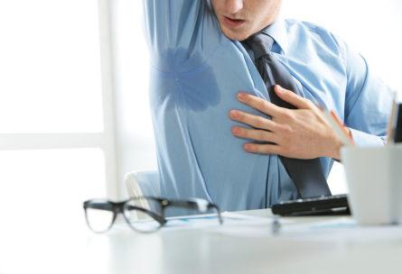 Hay trucos para controlar el olor de sudor de las axilas (iStock)