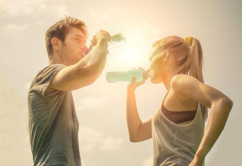 La mejor bebida para después de entrenar es el agua (iStock)