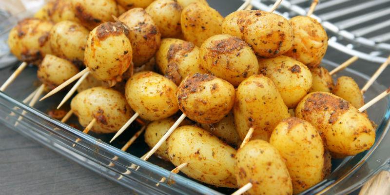 Las patatas ayudan a bajar los niveles de azúcar en sangre y favorece que el triptófano cumpla su función (Pixabay)