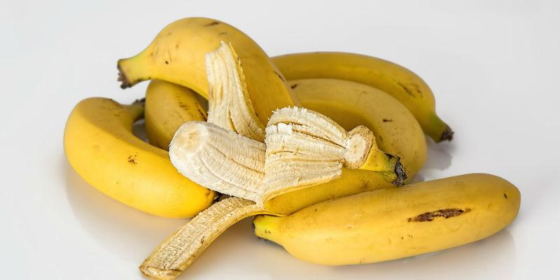 Los plátanos favorecen el sueño gracias a que son una inyección natural de magnesio, melatonina y serotonina (Pixabay)