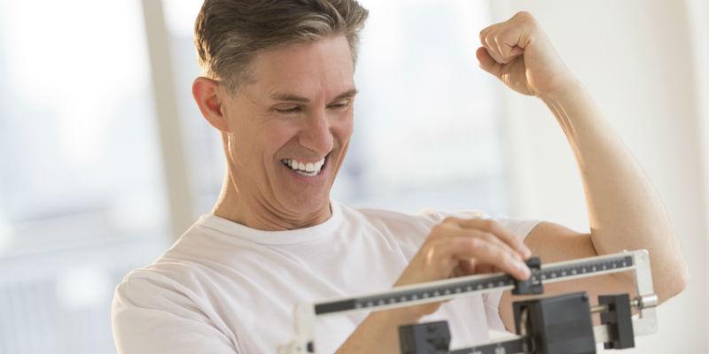 Una vez alcanzado el peso adecuado, la clave para combatir el sobrepeso es no volver a los hábitos alimentarios previos (iStock)