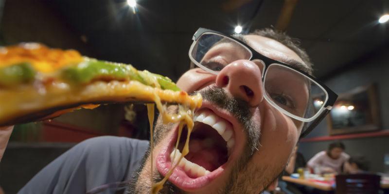"""Si se hace en casa, la """"comida basura"""" es mucho más natural y saludable. (iStock)"""