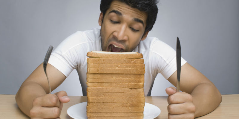 Además de cómo cocinar los alimentos también hay que aprender a comerlos. (iStock)