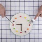 Cómo influyen los horarios de las comidas en el peso