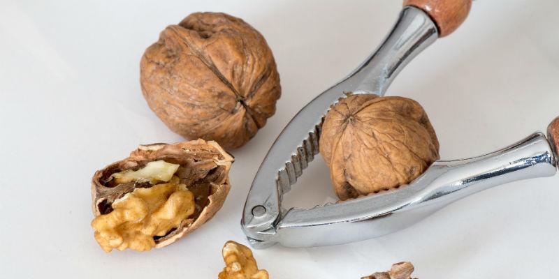 Las nueces contienen una alta cantidad de ácidos grasos omega-3 que previenen la pérdida del cabello (Pixabay)