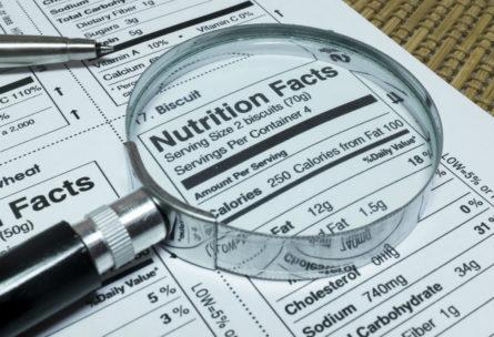 El nuevo Reglamento Europeo, de aplicación automática en los Estados Miembros, sobre etiquetado alimentario que regula la información que se facilita al consumidor y establece la obligación de etiquetar los alimentos de forma clara (iStock)
