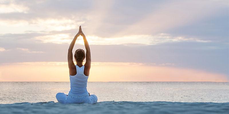 El yoga, uno de los deportes que es mejor practicar en otoño (iStock)