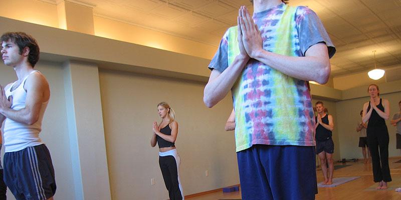 El yoga y el pilates, dos buenas disciplinas para una mejoría física y psíquica. Flickr - Evan Lovely