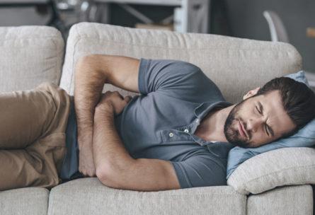 El ardor de estómago puede aliviarse con ciertos alimentos y siguiendo unos remedios caseros. (iStock)
