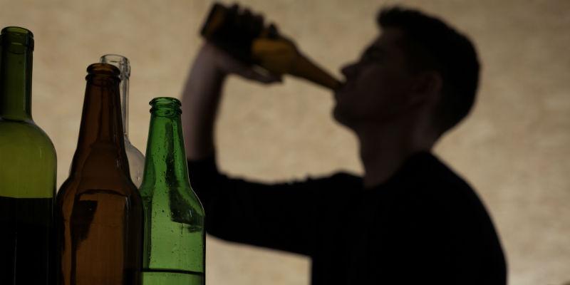 Algunas bebidas alcohólicas ensucian los dientes en profundidad (iStock)