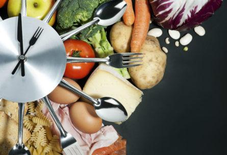 Hay mejores horas para comer algunos alimentos que, en otro momento del día, no son beneficiosos para la salud. (iStock)