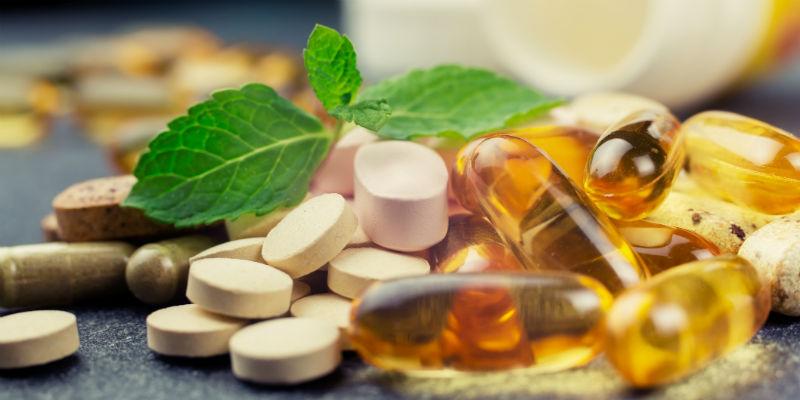 Los suplementos aportan las vitaminas que ofrecen los alimentos pero de manera concentrada. (iStock)