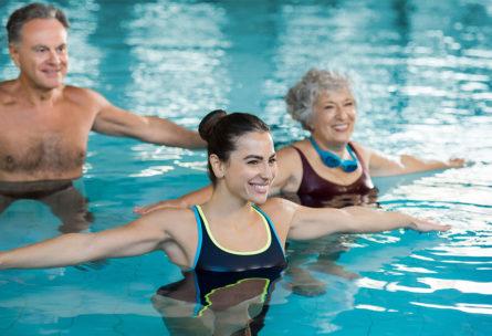 Ponerte en forma en el agua puede ser muy divertido. (iStock).