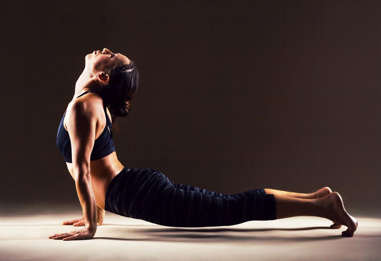 5 ejercicios para mejorar la flexibilidad en la cama - Salud Envidiable