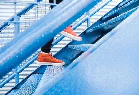 Una semana subiendo por las escaleras te ayudará a perder peso. (Pixabay - Unplash).