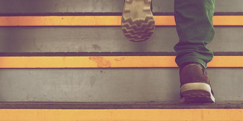 En una semana subiendo por las escaleras fortalecerás los músculos de las piernas. (Pixabay - Unplash).