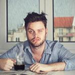 10 formas de superar una resaca en el trabajo
