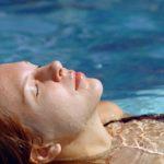 6 trucos para destaponar los oídos por el agua