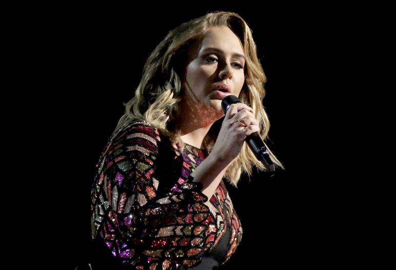 Adele durante un concierto (Gtres)