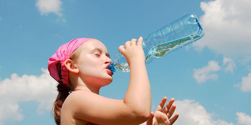Los niños sí pueden tomar bebida isotónicas (iStock) text2