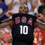 Kobe Bryant luce tripita un año después de dejar la NBA