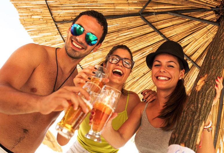 No pasa nada por excederse un poco en vacaciones, si luego estás dispuesto a recuperar a la vuelta (iStock)