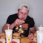 ¿Qué ocurre si te comes cuatro menús gigantes en menos de media hora?
