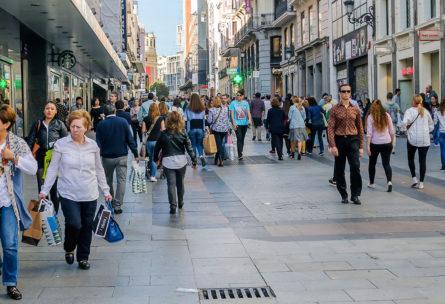 Los expertos coinciden en que a partir de 10.000 pasos andar afecta significativamente a la salud (iStock)