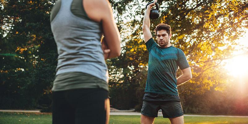 Movilidad articular de todo el cuerpo siempre antes de comenzar el entrenamiento (iStock)