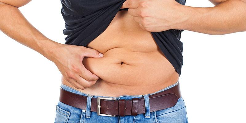 La grasa dura se acumula en el abdomen (iStock)