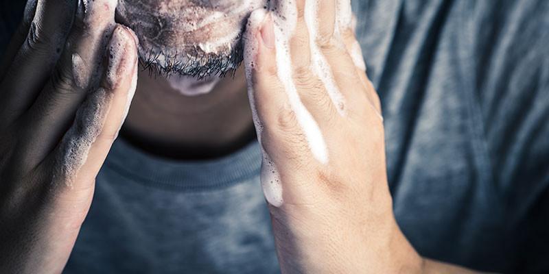 Se debe lavar la barba a menudo (iStock)