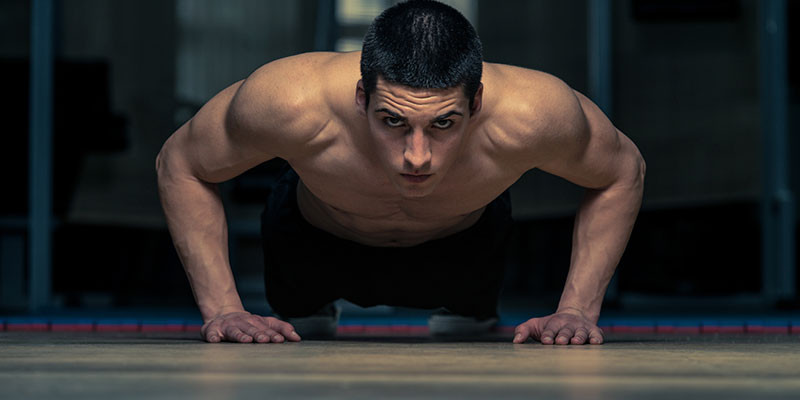 La flexión es una de las partes de los burpees (iStock)