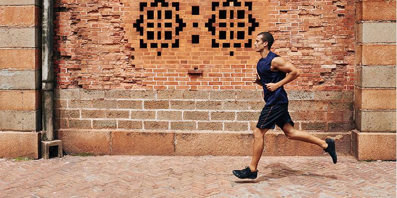 Hay que quitar los kilos de más con entrenamiento de cardio para conseguir una cintura de infarto (iStock)