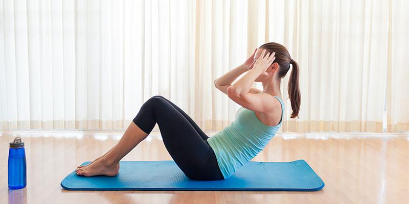 Saca cinco minutos para hacer unas abdominales (iStock)