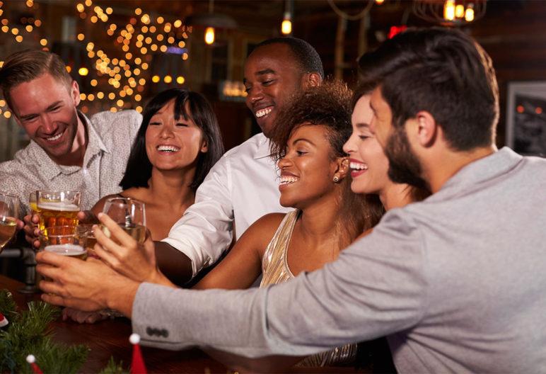 Hay que sacar tiempo para hacer deporte y contrarrestar los excesos navideños (iStock)