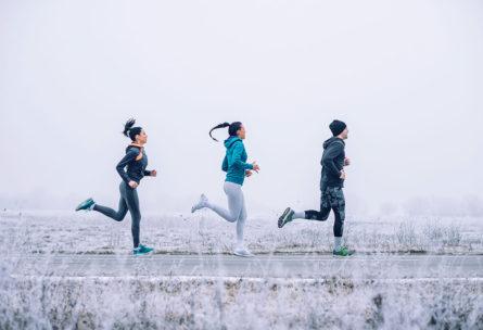 Con precauciones, pero también se puede hacer ejercicio con bajas temperaturas (iStock)