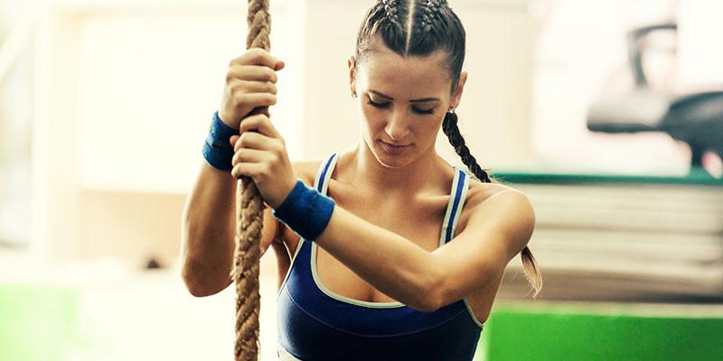 Trepar, reptar, empujar, ascender, son movimientos del paleotraining (iStock)