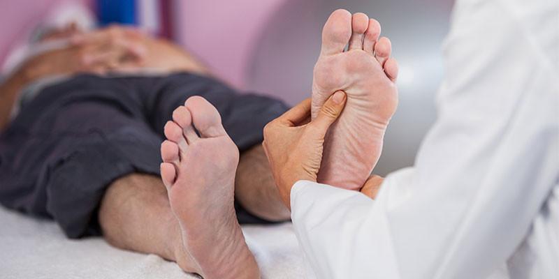 También el pie tiene diversos puntos para practicar la acupresión (iStock)