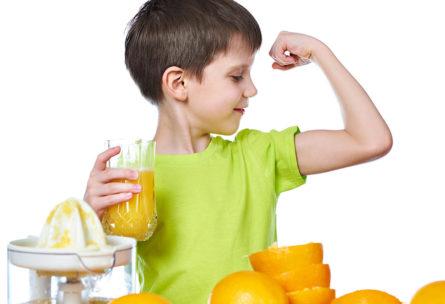 Hay que comer fruta desde bien pequeños (iStock)