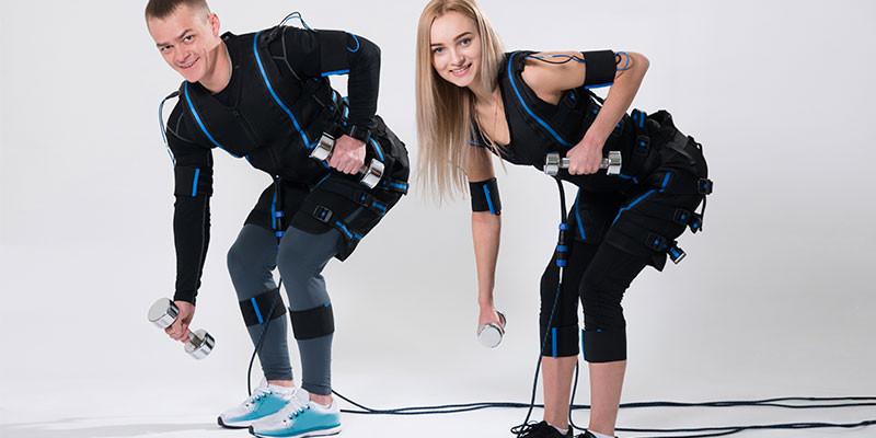 Según algunas publicidades, 20 minutos de electro fitness pueden equivaler a 4 horas de pesas (iStock)
